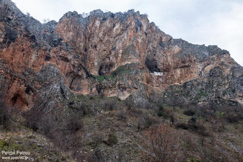 church_on_cliffs_2015-12_kastoria